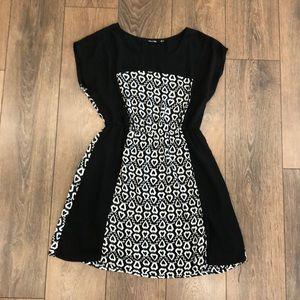 Doe and Rae Black Patterned Dress Size M